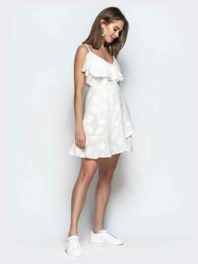 Белое платье на тонких бретелях с запахом и оборками 22070, фото 4
