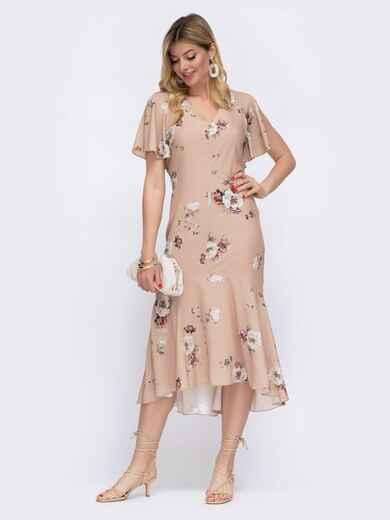 Приталенное платье с принтом и удлиненной спинкой бежевое 48062, фото 1