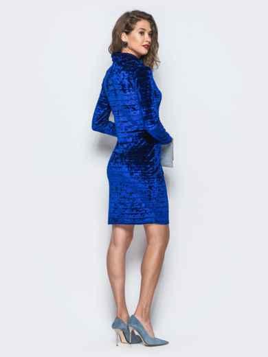 Велюровое платье синего цвета с воротником-хомут 18045, фото 3