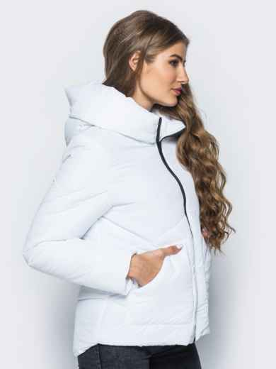 Стёганая куртка с капюшоном и объемными карманами белая 14699, фото 2