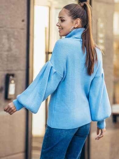 Голубой свитер с объемными рукавами и высоким воротником 50376, фото 3