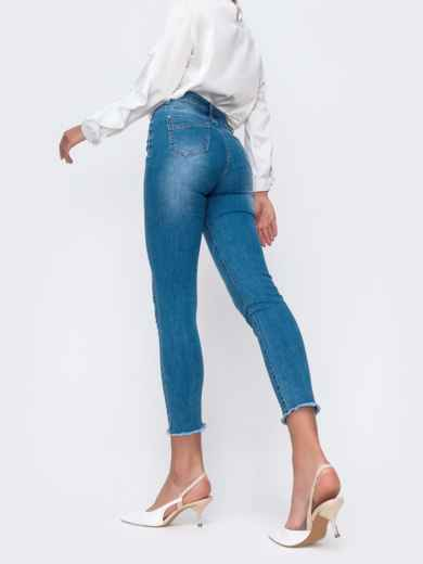 Голубые джинсы с рваным низом и мерцающими стразами 49419, фото 3