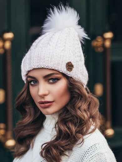 Бело-розовая шапка с отворотом и меховым бубоном 15337, фото 1