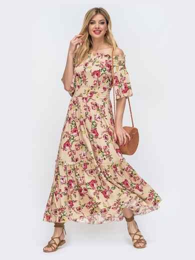 Бежевое платье с принтом и открытыми плечами 46855, фото 1
