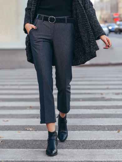Укороченные брюки с декоративными пуговицами чёрные 51669, фото 2