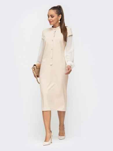 Приталенное платье из замши с шифоновыми рукавами бежевое 50656, фото 2