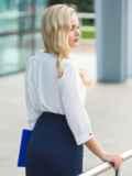 Легкая белая блузка с пришитым украшением на полочке 14075, фото 2