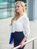 Легкая белая блузка с пришитым украшением на полочке 14075, фото 3