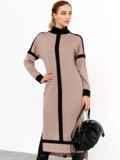 Бежевое платье с воротником-стойкой и контрастными вставками 52462, фото 3