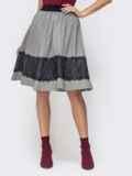 Расклешенная юбка серого цвета с кружевной вставкой 41446, фото 1
