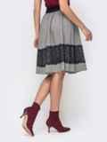 Расклешенная юбка серого цвета с кружевной вставкой 41446, фото 3