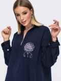 Рубашка с вышивкой и удлиненной спинкой тёмно-синяя 45744, фото 2