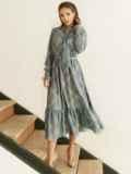 Расклешенное платье в клетку и воланом по низу серое 53054, фото 3
