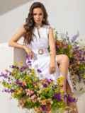 Приталенное платье из белого льна на пуговицах  49155, фото 2