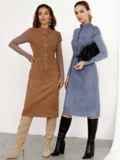 Замшевое платье приталенного кроя с рукавами из вискозы коричневое 52366, фото 3