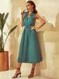 Приталенное платье из льна с фигурным вырезом зеленое 53873, фото 2