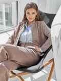 Костюм из замши с жакетом и укороченными брюками коричневый 50354, фото 2