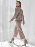 Костюм из замши с жакетом и укороченными брюками коричневый 50354, фото 5