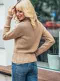 Бежевый укороченный вязаный свитер с высоким воротником 50393, фото 3