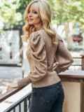Бежевый вязаный свитер с воротником и складами на рукавах 50404, фото 2