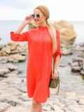 Коралловое льняное платье-рубашка прямого кроя с пуговицами 12546, фото 3