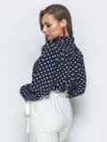 Тёмно-синяя блузка в горох с воротником-аскот 39849, фото 2