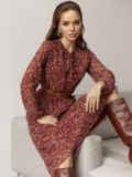 Шифоновое платье с принтом и воротником-аскот бордовое 52103, фото 4