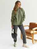 Зелёный свитер с высокой горловиной и удлиненной спинкой 54930, фото 2