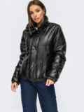 Короткая демисезоная куртка из экокожи черная 54983, фото 2