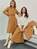 Бежевое платье из костюмной ткани с юбкой-плиссе 55499, фото 2
