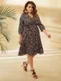 Платье батал с цветочным принтом и юбкой-клеш черное 53804, фото 3