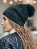 Зимняя шапка черного цвета с бубоном из натурального меха 14724, фото 2