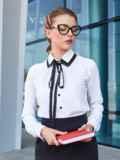 Белая блузка с контрастной окантовкой и тесьмой 39945, фото 2