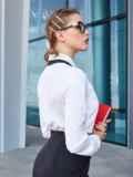 Белая блузка с контрастной окантовкой и тесьмой 39945, фото 3