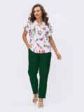 Зеленый брючный костюм с принтованной блузкой белого цвета 54838, фото 3