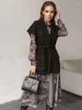 Чёрный жилет на запах с накладными карманами 51782, фото 2