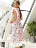 Расклешенное платье из штапеля с цветочным принтом розовое 54135, фото 4
