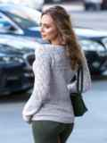 Бежевый свитер с ажурной вязкой по кокетке 41171, фото 2