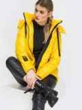 Демисезонная куртка с удлиненной спинкой желтая 45160, фото 3